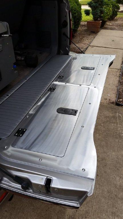 100 Series Tailgate Storage Lid